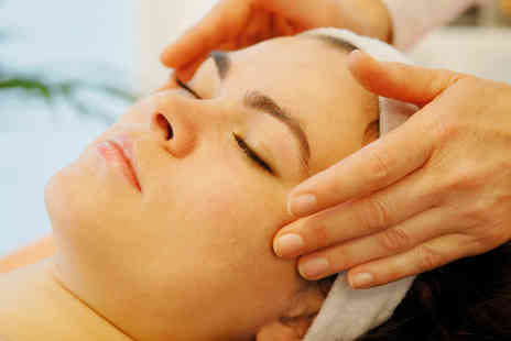 Stratford Salon - Mens Uplifting Face Massage - Save 51%