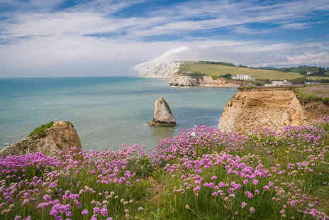Phoenix Tours - Child ticket for an Isle of Wight day trip including return ferry travel on 28th or 29th May 2016 - Save 46%