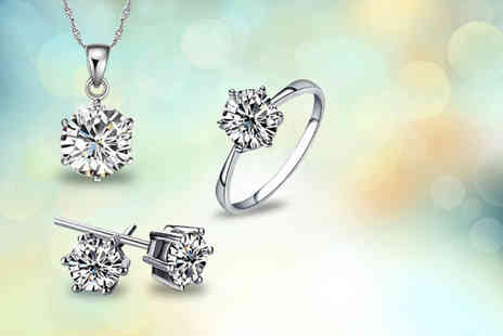 Elle and Be - Solitaire set including a necklace, ring and matching earrings made with Swarovski Elements - Save 88%