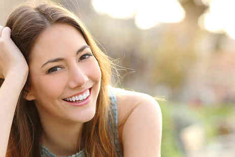 Glamour Smile Clinic - One hour ZOOM teeth whitening treatment including a consultation - Save 83%