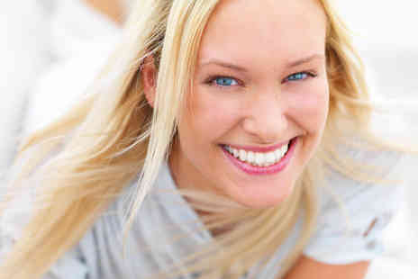 Sparkle teeth whitening & beauty - £69 for three 15 minute laser teeth whitening sessions - Save 77%