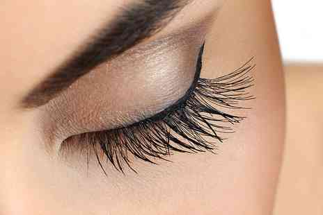 Eyebrow Threadin - Full Set of Eyelash Extensions or HD Brows - Save 29%