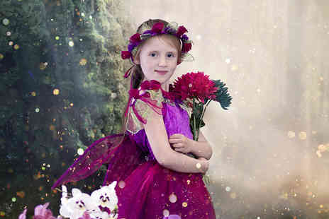 Studio O & A - One hour elf and fairy photoshoot for up to four children including a keyring and two prints - Save 92%