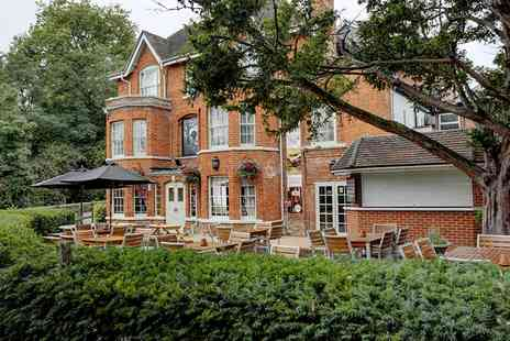 Reading Moat House - Overnight stay for two including breakfast and dinner - Save 51%