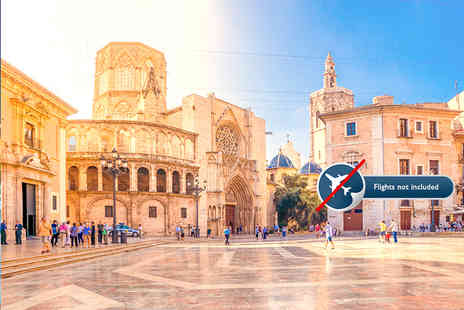 GLOBALGEST DE LUCAS - Six night Spanish course in Valencia with a shared room, cooking class, breakfast and salsa class - Save 65%