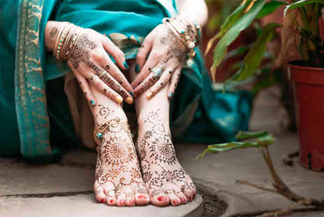 Aspire School of Beauty - Henna tattoo workshop and guidebook - Save 50%