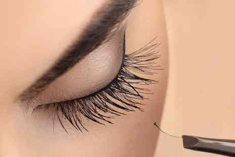 Ahsieks Beauty - Set of Semi Permanent Individual Eyelash Extensions - Save 0%