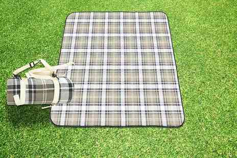 ViVo Technologies - Extra large waterproof picnic rug - Save 71%