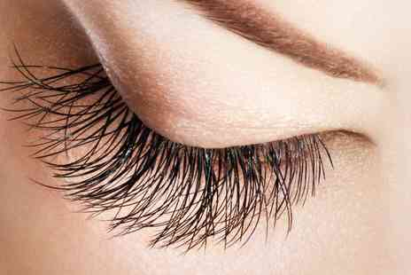 Lolas Lash Boutique - Flirties Semi Permanent Eyelash Extensions Full Set - Save 40%