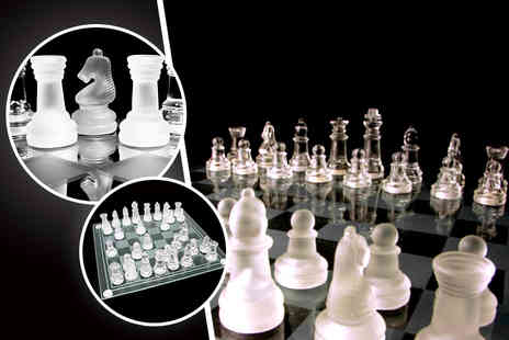 London Exchainstore - A 32 piece crystal glass chess set and board - Save 64%