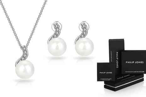 Groupon Goods Global GmbH - Pearl Drop Jewellery Set Made with Crystals from Swarovski - Save 0%