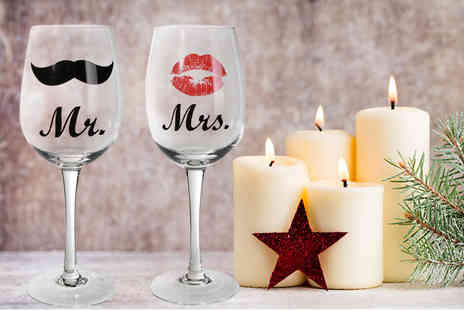 DIRECT2PUBLIK - A two piece set of Mr & Mrs wine glasses - Save 63%