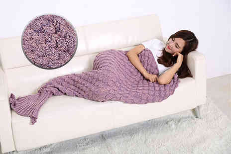 Cheeky Box - Adults knitted mermaid blanket choose from three colours - Save 77%