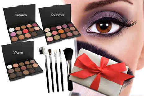 LaRoc - 15 colour eyeshadow palette and a five piece makeup brush set - Save 85%