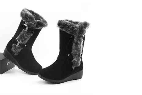 EF Mall - Pair of black faux fur trimmed winter boots - Save 73%