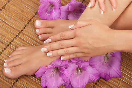 Naturalaser - Three sessions of laser fungal nail treatment on up to ten nails - Save 83%