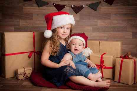 Delamotte Studio - Christmas Photoshoot with a Giftcard - Save 91%