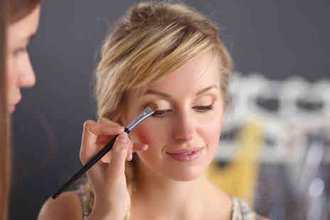 Girl Meets Brush - Two hour makeup masterclass including a goody bag - Save 79%