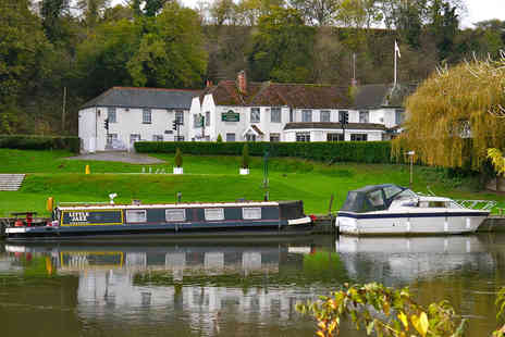 St Jamess Hotel - Overnight Thames Valley stay including a three course dinner, glass of wine, breakfast and late check out - Save 49%