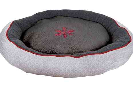 Groupon Goods Global GmbH - Festive Collection Snowflake Donut Pet Bed for Dog or Cat - Save 0%