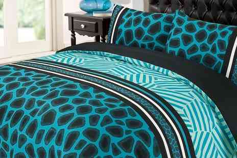 Groupon Goods Global GmbH - Dreamscene Double or King Size Raffile Duvet Cover Set - Save 0%