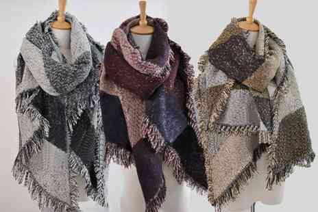 Boni Caro - Oversized blanket scarf choose from three colours - Save 79%
