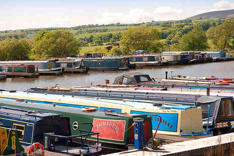 Reedley Marina - Christmas boat trip down the Leeds & Liverpool Canal and a visit to the Kingfisher Cafe - Save 0%