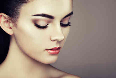 Helen Keogh - Full set of semi permanent eyelash extensions - Save 58%