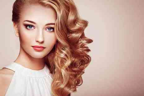 Si Salon - Restyle, wash and blow dry with a L'Oreal head massage - Save 58%