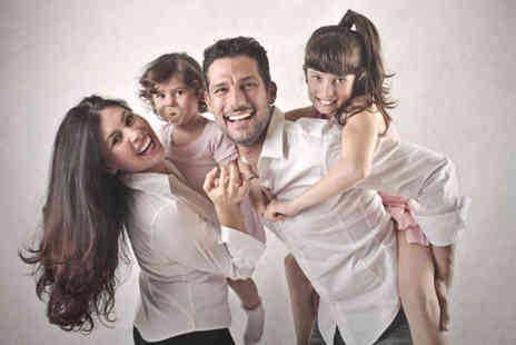 Paula Veverka - Family photoshoot and four prints for eight people - Save 96%
