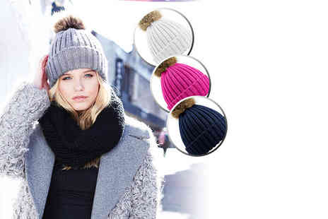 Treats on Trend - Chunky beanie hat with removable pom pom choose from four colours - Save 72%