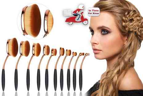 Pound Heaven - 10 paddle makeup brushes - Save 64%