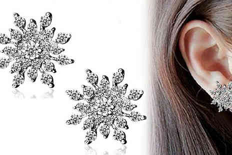 Get Gorgeous - Statement Snowflake Stud Earrings - Save 53%