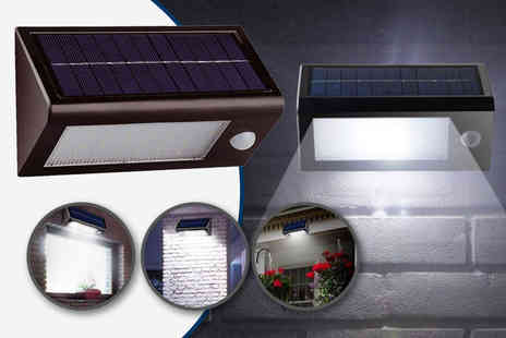 Zoozio - Solar powered security light - Save 58%