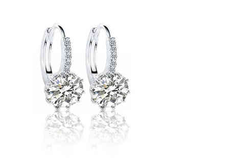 Your Ideal Gift - Set of clear crystal earrings dress up your ears - Save 89%