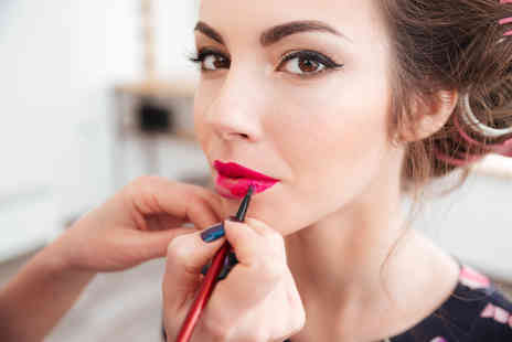 SMART Majority - Online makeup artist level Two and beauty therapy course bundle - Save 96%