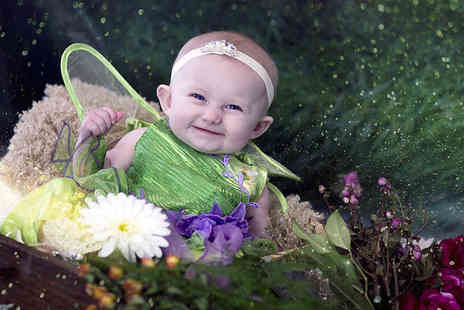 Studio O & A - One hour elf and fairy photoshoot for up to four children including a keyring and two prints - Save 88%