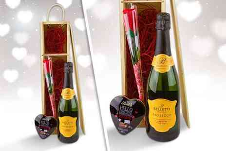Nostalgic Campers - Valentines hamper containing Prosecco, Lindt chocolate and an artificial red rose - Save 33%
