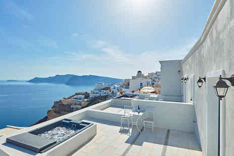 La Maltese Oia - Five Star 4 nights Stay in a Deluxe Suite Caldera View With Private Outdoor Hot Tub - Save 37%