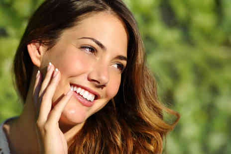 Wonder Smile - One or two one hour session of teeth whitening - Save 80%