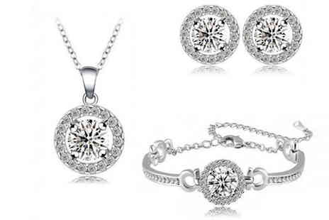 Fakurma - Simulated Sapphire Halo Set - Save 94%