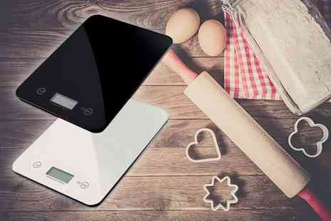 DUK - Set of electronic kitchen scales choose a black or silver model - Save 76%