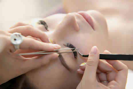 Essence of Beauty - Full set of cashmere individual eyelash extensions - Save 73%