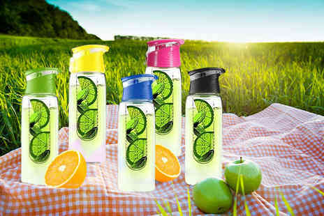 Kequ World - 700ml fruit infusing water bottle with a screw top - Save 77%