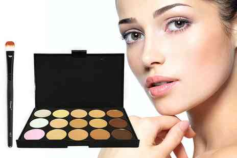Forever Cosmetics - 15 colour concealer contour palette and foundation brush - Save 91%