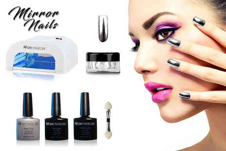 14 Day Manicure - Magic mirror nail powder kit including a UV lamp - Save 74%