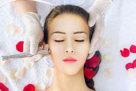 La Estetica - Diamond microdermabrasion facial session with oxybrasion exfoliation and vitamin boosters - Save 46%