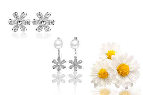 Solo Act Ltd - £9 instead of £49 (from Styled By) for a daisy earring set - Save 82%