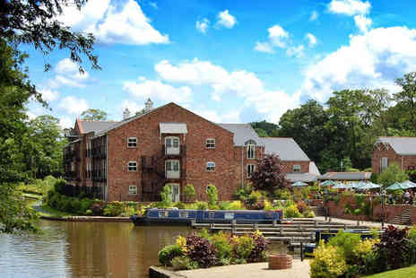 Lion Quays Hotel & Spa - Four Star 2 nights Stay in an Executive Double Canal View Room - Save 0%