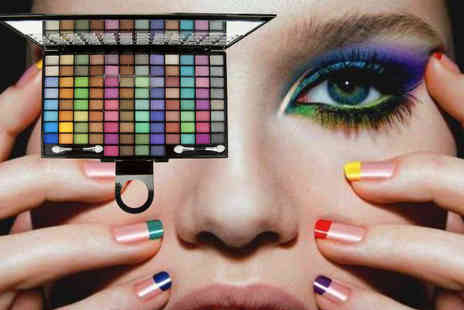 Trending Picks - 100 colour mineral eyeshadow palette and two applicators - Save 80%